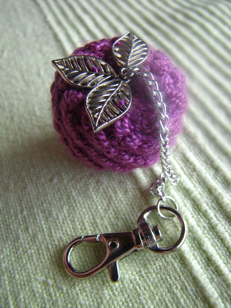 Llavero decorativo Morita, tejido en crochet, puntada inventada por Giovanna Monsalve, diseño exclusivo de Enanito de Mi casa. Cadena y mosquetón en acero cromado. Pedidos al 3167317595 o al 3125954366