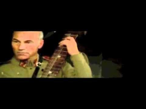 Weird Dune scene: Patrick Stewart plays guitar - YouTube