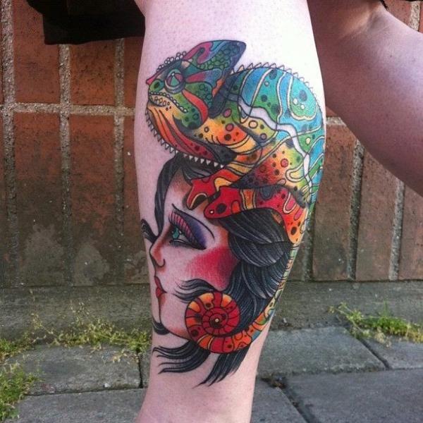 Tatuagem Braço New School Camaleão Cigana por JH Tattoo