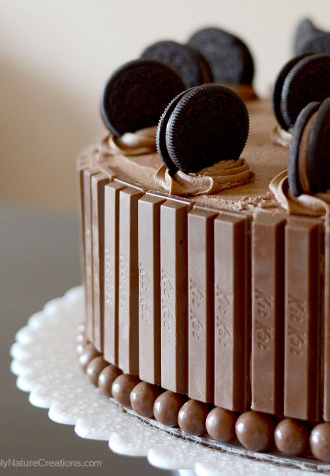 Oh my...wow...what...om nom nom.  Oreos and Kit Kat Cake.