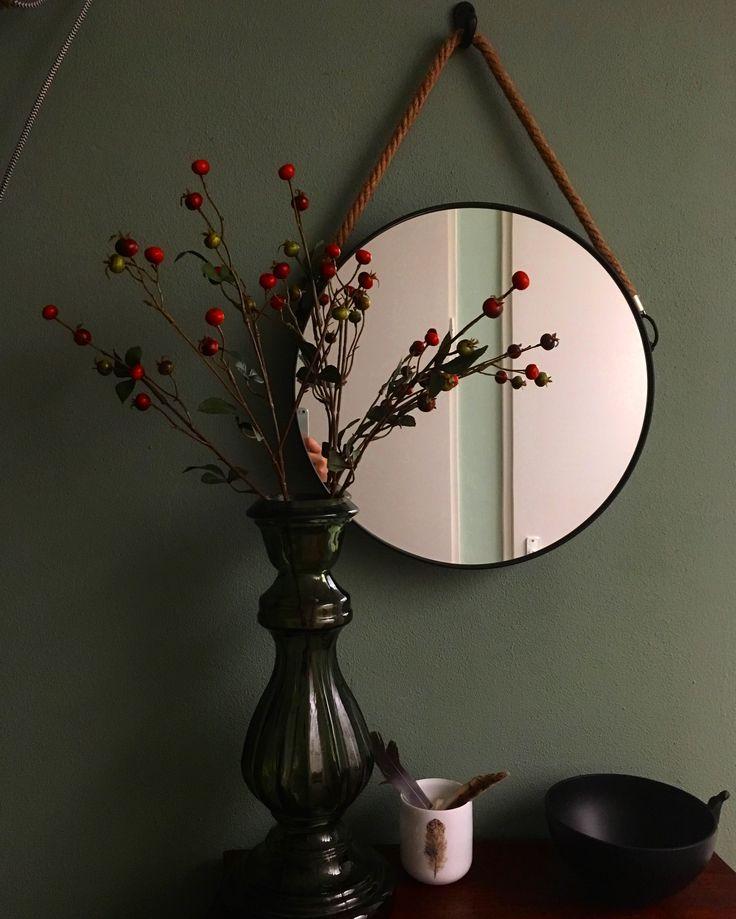 Rozenbottel takken n de hal  landelijk wonen / falldecoration in de hallway farmhouse style