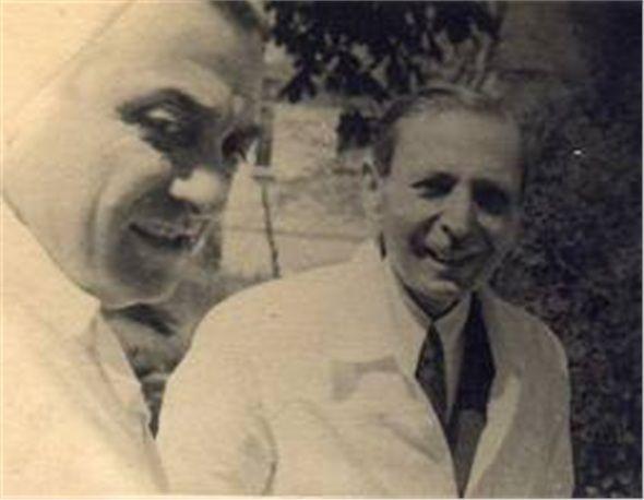 """Türk dermatoloji uzmanı ve bilim adamı olan Hulusi Behçet, 1937 yılında bir kan damarı enflamasyonu (vaskülit) hastalığı olan ve bugün kendi adıyla anılan """"Behçet Hastalığı""""nı tarif eden ilk bilim adamı olmuştur. Gülhane Askerî Tıp Akademisi'nde ki eğitiminden sonra dört yıl boyunca dermatoloji ve cinsel yolla bulaşan hastalıklarda ihtisas yapmıştır."""