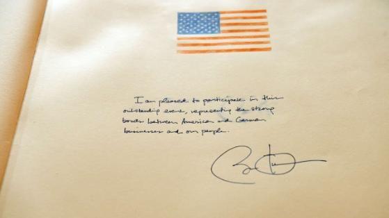 Der Eintrag von US-Präsident Barack Obama in das Goldene Buch der Stadt Hannover