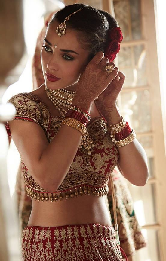 Amy Jackson looking stunning as an Indian bride ♦ℬїт¢ℌαℓї¢їøυ﹩♦