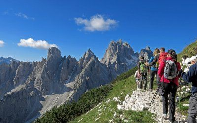 Trekking Dolomiti Experience. Find the best views across the italian mountains.