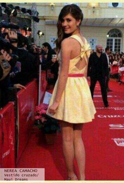 Nerea Camacho look de alfombra roja con vestido escote en la espalda y lazo - Highly Preppy