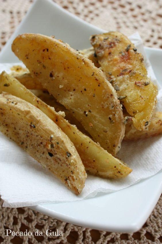 """Batata """"frita"""" no forno com alho"""