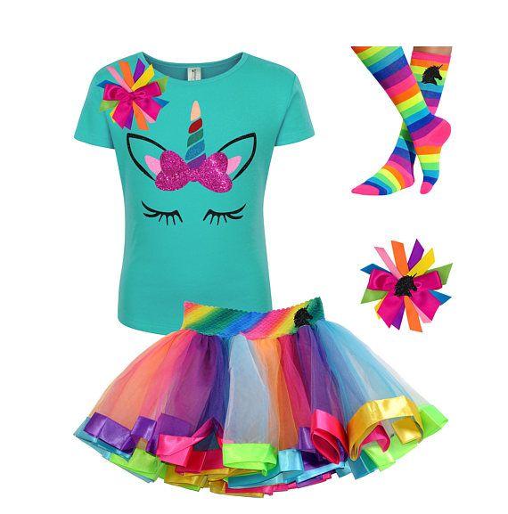 Diese glitzernden Mädchen Einhorn Regenbogen lila Einhorn Hemd ist perfekt für ein für ein magisches Einhorn-Pferd-Thema-Partei. Unsere Regenbogen Tutu Rock Einhornhaar Schleife und Regenbogen-Einhorn-Socken sind eine perfekte Ergänzung. Ich habe Spaß Farben des Regenbogens, das