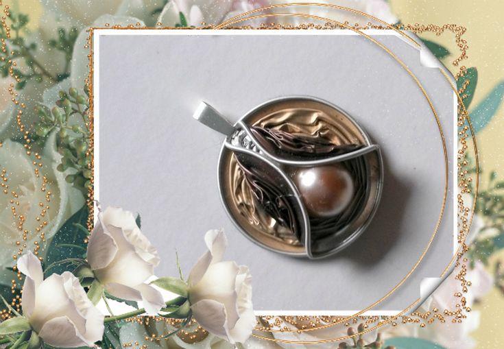 Pendentif bicolore capsules nespresso et perle                                                                                                                                                                                 Plus