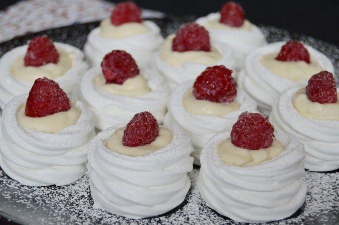 Sněhová kolečka s vanilkovým krémem a ovocem | NejRecept.cz