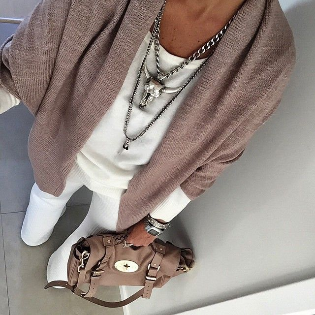 #ShareIG Cred: @dani__cardoso #whitepants #streetstyle #fashionblogger #fashiondetails #nude #necklace #igersfashion #inspiration #inspire #outfit #loveherstyle #liketkit #loveit #photooftheday #perfect #blogger #necklace #acessories #aboutalook #myfav