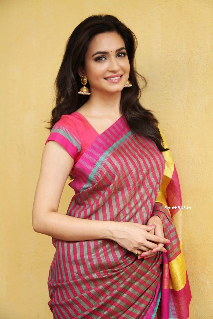 Sakkattagavne Movie Heroine Kriti Kharbanda in Saree Photoshoot at Papu Actress Kriti Kharbanda Stills #KritiKharbanda
