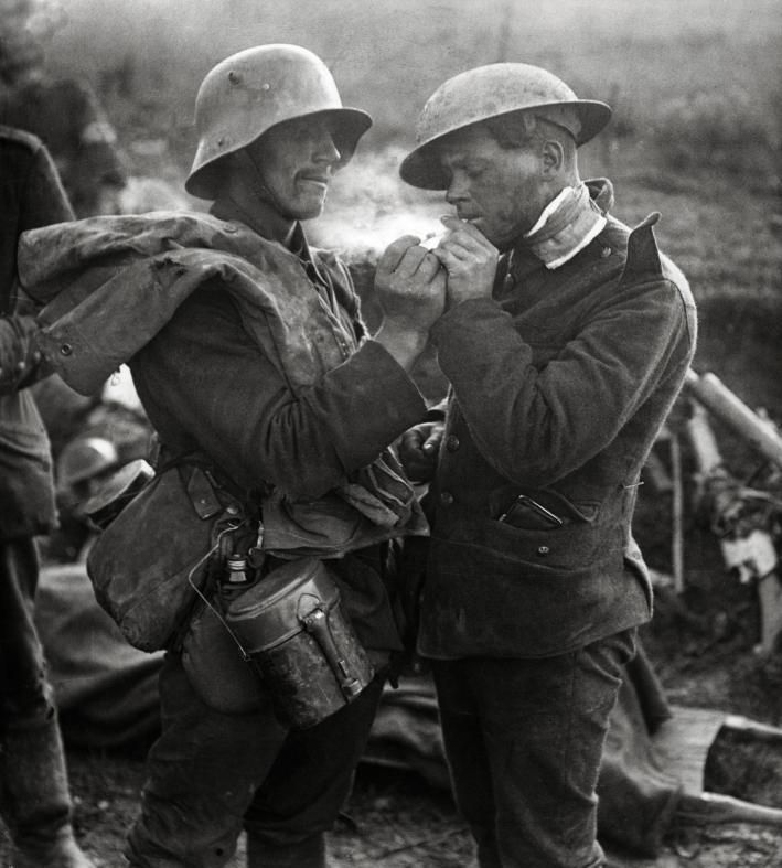 WW1: German and British soldiers meet during the truce of Christmas 1914 and share a smoke. Soon, they will be back in their trenches, waiting for the next attack with the bayonet and the killing of those with whom they shared a moment of peace and friendship.