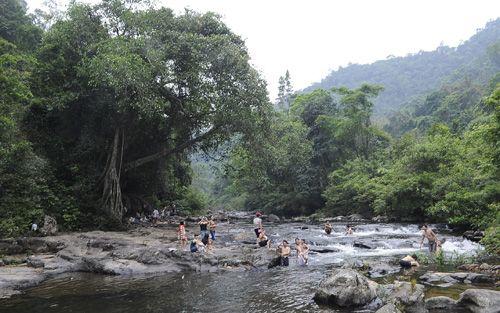 Xua tan cái nóng oi ả mùa hè cùng khu du lịch sinh thái Khe Rỗ