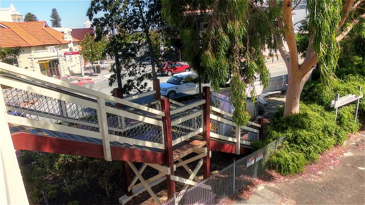 BA2741/41: Claremont Station stairway to street, 11/3/2014 (Click to Start Zoom)