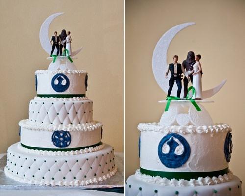 Love this Star Wars Wedding Cake!