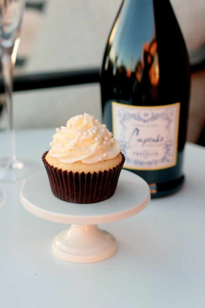 Delicious Champagne Cupcakes made with @Cupcake Vineyards Prosecco! #cupcakes #champagne