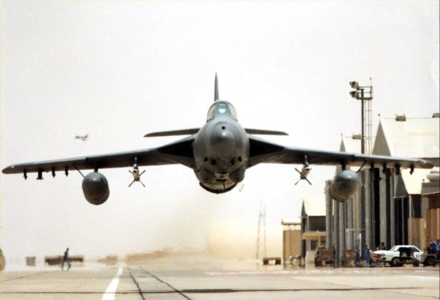 Hawker Hunter low