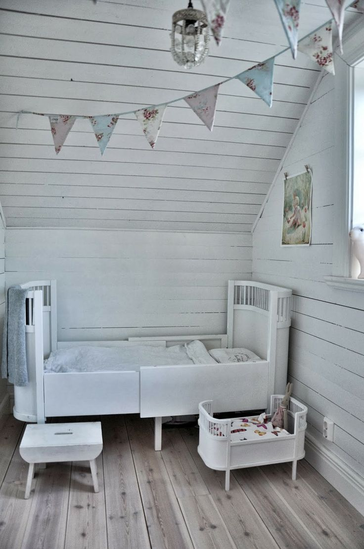 Barnrum #bunnyinthewindow Sebra Juno bed and doll crib.