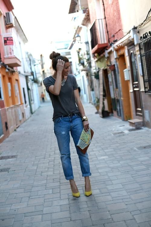 rolled denim / T / bright heels / touch of sparkle