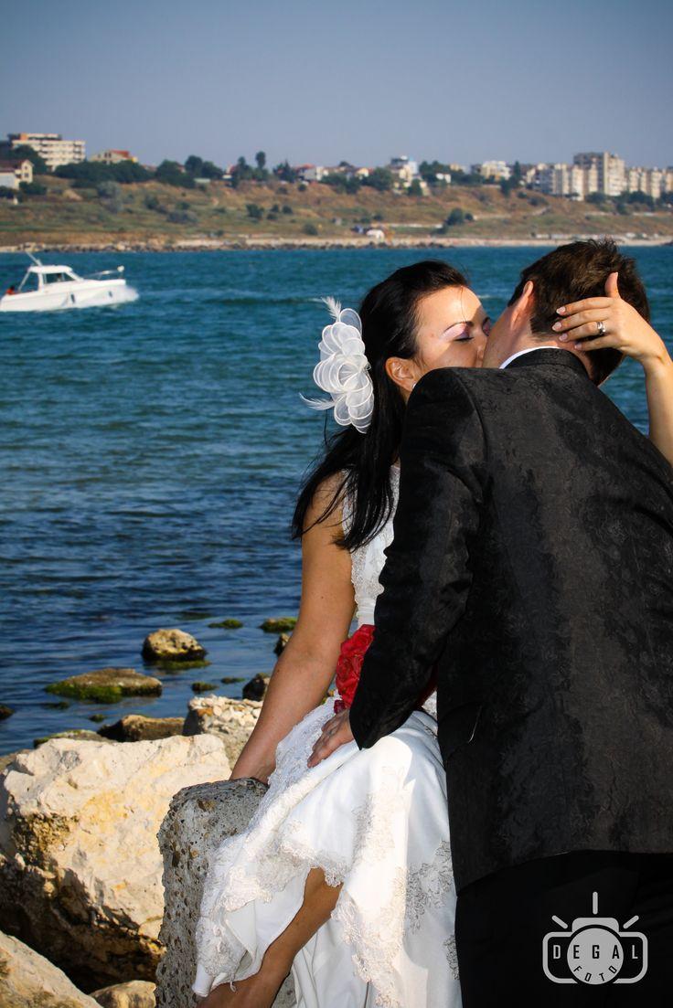Daca vrei sa te simti ca si cum ai avea nunta pe Coasta de Azur, putem suprinde pentru tine detaliile care te vor face sa te simti ca o vedeta hollywoodiana. http://www.degalfoto.ro #degalfoto, #fotografiemiri, #fotografienunta , # fotograf