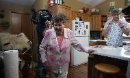 Mo Rocca films show with Minnesota grandmothers