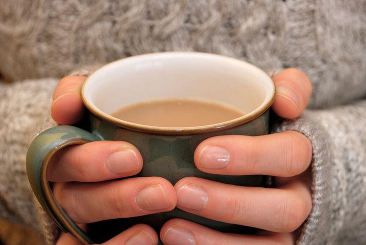 Word je al nerveus als je hoort dat de koffie op het werk bijna op is? Kan je je niet inbeelden dat je de dag moet starten zonder een kopje troost? En heb je meerdere kopjes koffie nodig om de dag door te komen? Dan kamp jij misschien wel met een koffieverslaving… Ontdek samen met je online apotheker of jij verslaafd bent aan koffie én hoe je ermee kunt stoppen!