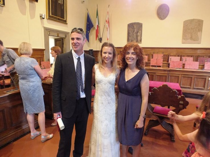 Civil wedding in Arezzo, congratulation pics at the end of the ceremony