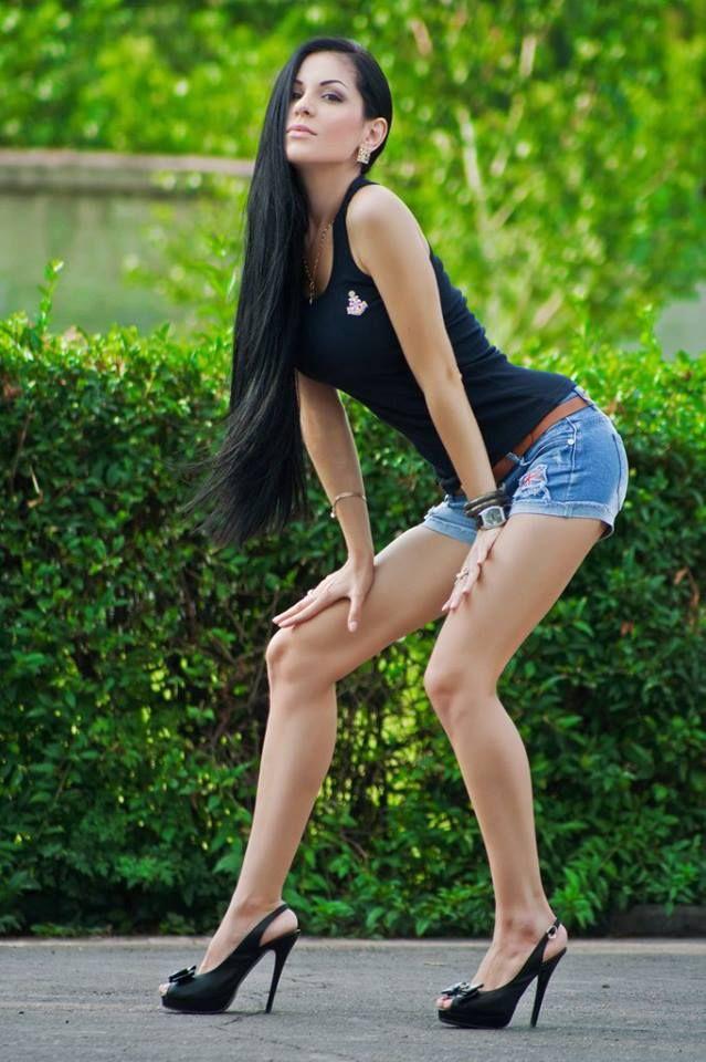 Women On High Heels - Red Heels Vip