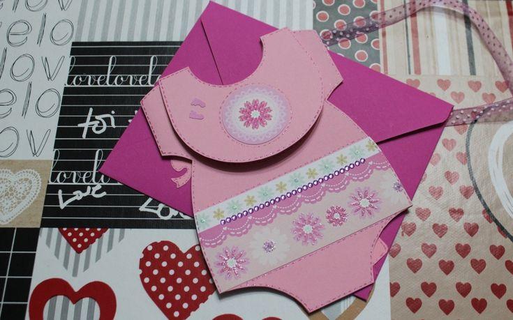 Una card di nascita per dare il benvenuto alla piccola Sveva, a forma di tutina da neonato! Questo ed altro su paolarossato.altervista.org