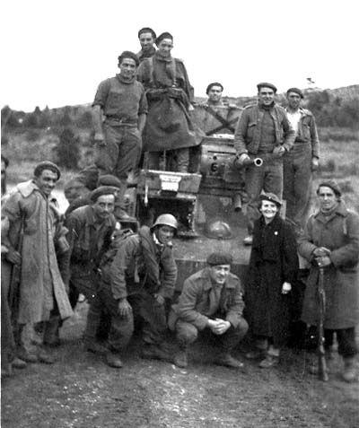 Spain - 1938. - GC - Frente de Aragón. Requetés y voluntaria de Frentes y…