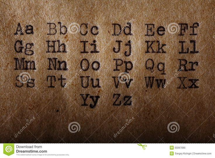 L'alphabet Latin, Police A Imprimé Sur La Machine à écrire De Vintage Photo stock - Image: 50267090