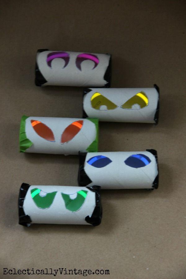 Spooky eyes toilet paper rolls the for Glow sticks in toilet paper rolls