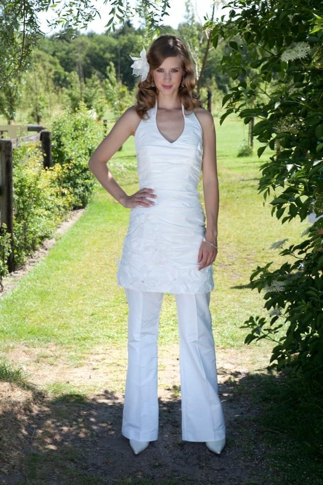 Trouwen in een broekpak,zelfs in het mooie wit.prachtig toch.