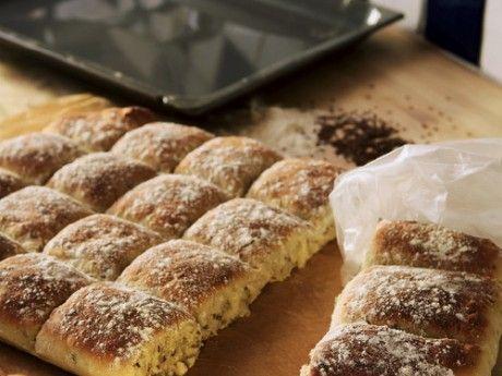 Lättbakat bröd i långpanna, bara att trycka ut degen i långpannan efter första jäsningen. Brödet är hållbart i frysen i ca 6 månader.