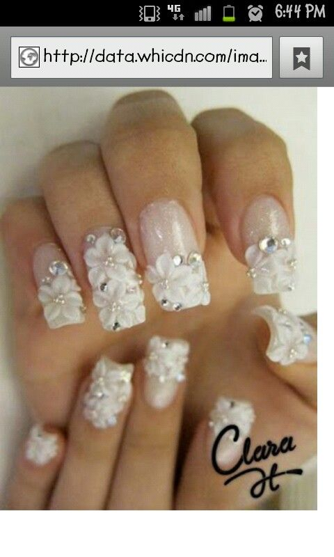 vita blommor nagla