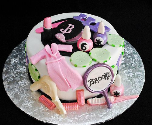 how cute is this cake???