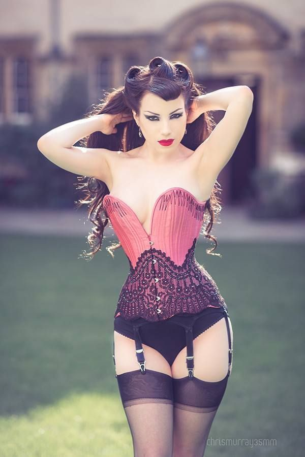 Flossed corset by Clessidra Couture; modeled by Morgana; photo by Chris Murray.