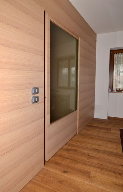 Kitchen-living room divider, living room made of durmast flamed with sliding doors.