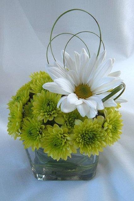arrangement daisy green grass loop wedding flower arrangement