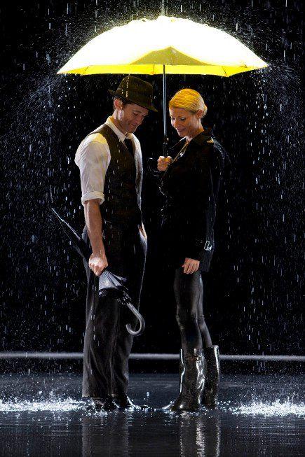 "Gwyneth Paltrow and Matthew Morrison ! ""Singing in the rain"" <3"