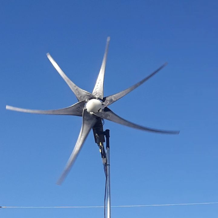 Sitting outside watching my fidget spinner in this awesome central Texas weather #texassky #bluesky #texaswinds #texaswindmill #windgenerator #renewableenergy #rvfulltimer #awesomeweather #centraltexas #godscountry #greenenergy #madinventor #wagonwheeleffect #diy #instructables #instructablesdotcom