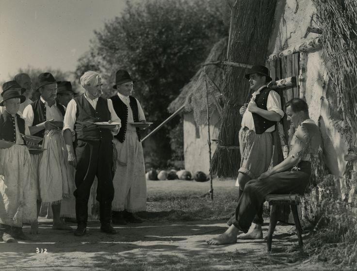 Képek a Tiszavirág című 1939-es filmből.