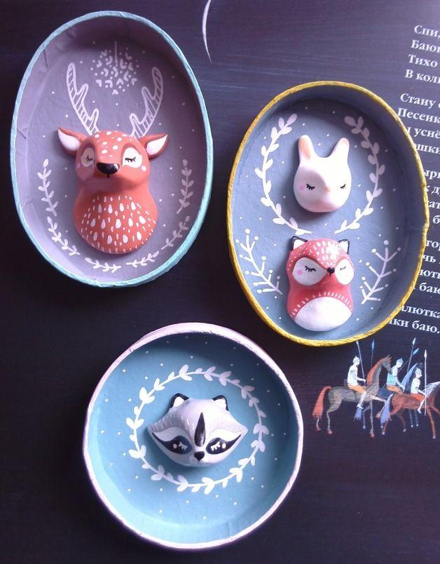 Cerf, raton-laveur, renard et lapin blanc unissent leur magie pour faire rêver petits et grands enfants! Ces petits cadres en volume aux couleurs douces reprennent la thématique de la Forêt,...