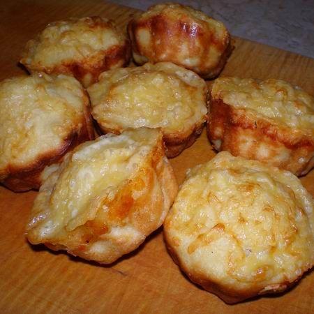 Gluténmentes sajtos zsömle muffinformában