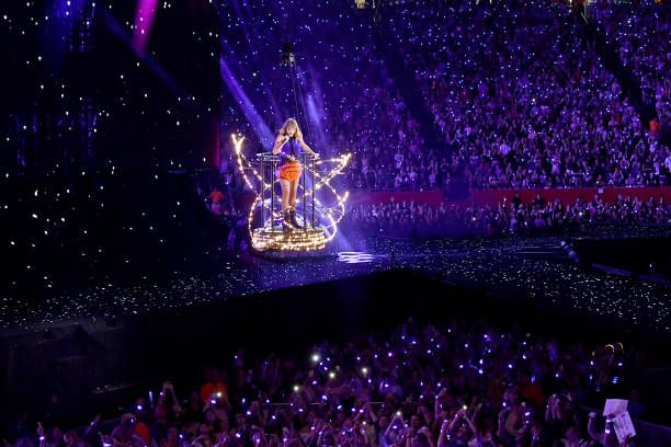 Taylor Swift Performs Onstage During The Taylor Swift Reputation Taylor Swift Taylor Swift Web Taylor Swift News