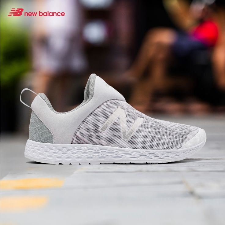 A sleek and clean pair even for a casual day out. Its PU foam makes the shoes soft, giving you a chill and relax vibe