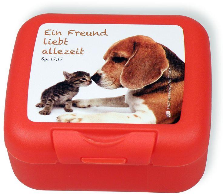 """Kleine Frühstücksbox aus Kunststoff, 9x8 cm, Text: """"Ein Freund liebt allezeit""""."""