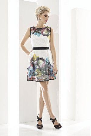 CABOTINE ESSENTIAL 07463 Vestido corto en tejido técnico de malla blanca con estampado floral multicolor y escote a barco