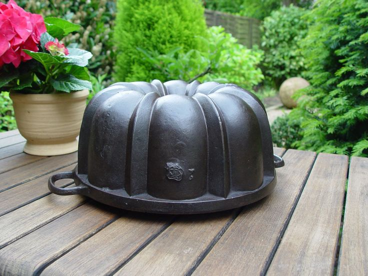 cast iron bundt cake pan baking mold Gugelhupf Backform Gusseisen Le Creuset 21